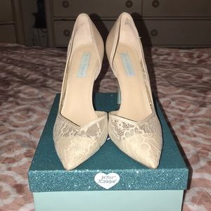 IVORY -BLUE BY BETSEY JOHNSON SHOES 👠👠